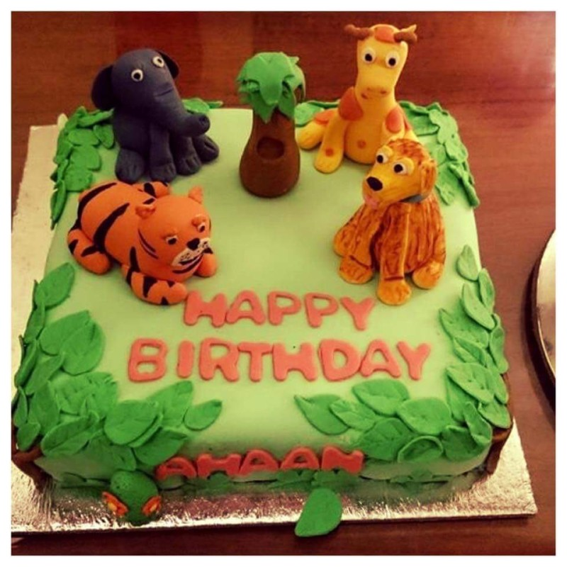 Cute animals on the cake